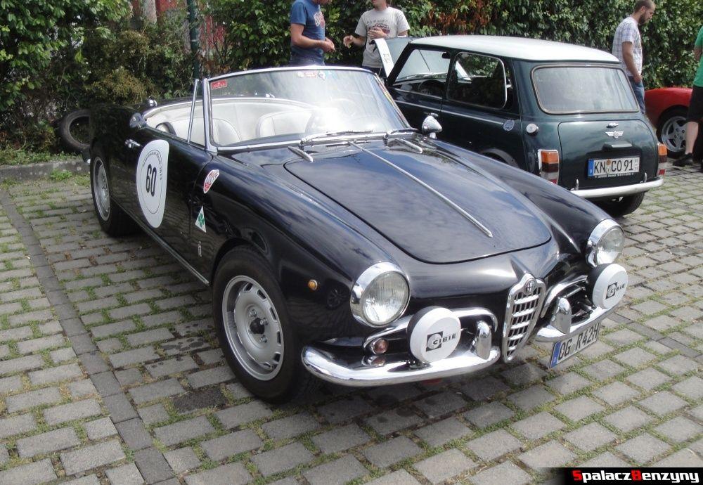 Alfa Romeo czarne na Nurburgring Nordschleife