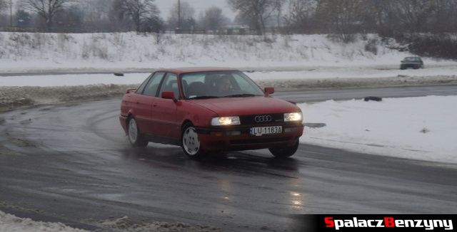 Audi 80 quattro na zimowym treningu na Torze w Lublinie