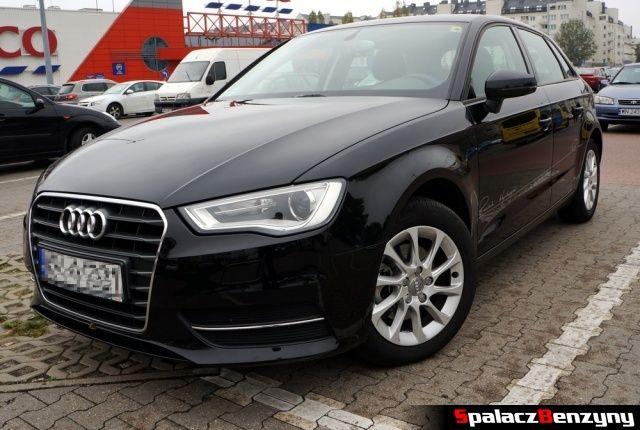 Audi A3 sportback na parkingu
