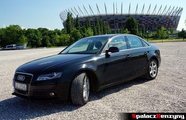 Audi A4 B8 przed stadionem narodowym