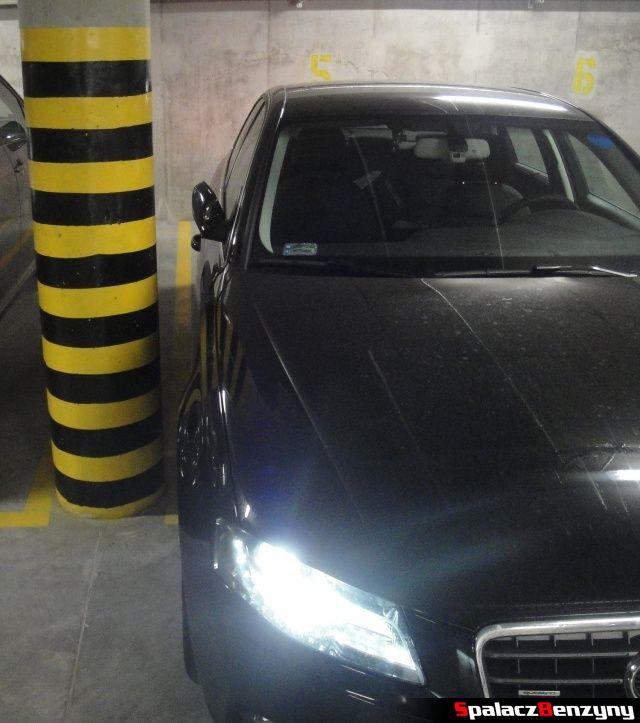 Audi A4 B8 ze złożonymi lusterkami