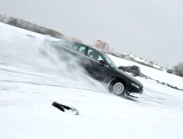 Audi A4 quattro na śniegu na torze w Lublinie
