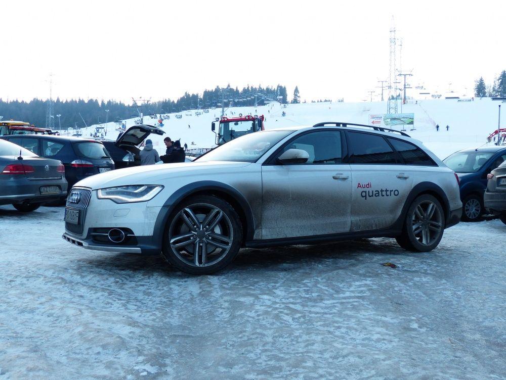 Audi A6 przed stokiem Kotelnica w Białce Tatrzańskiej