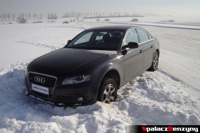 Audi na poboczu na Snow Fun w Nowym Targu