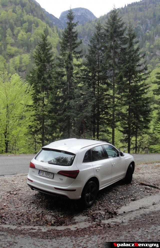 Audi Q5 3.0 TFSI na górskiej drodze z góry