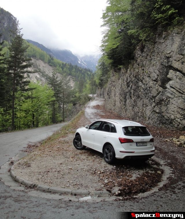 Audi Q5 3.0 TFSI na skalistym górskim nawrocie