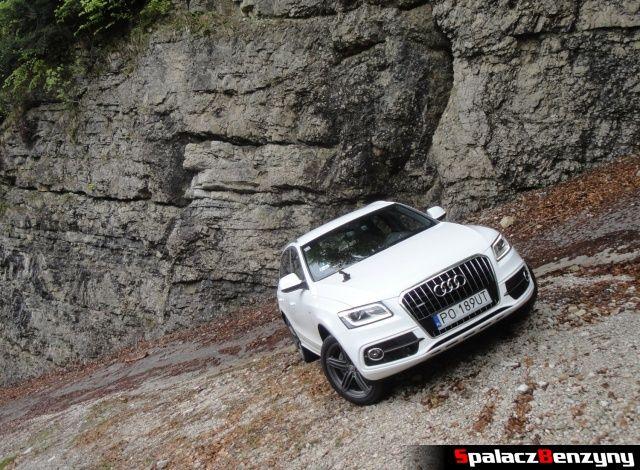 Audi Q5 3.0 TFSI na skalistym nawrocie pod górkę