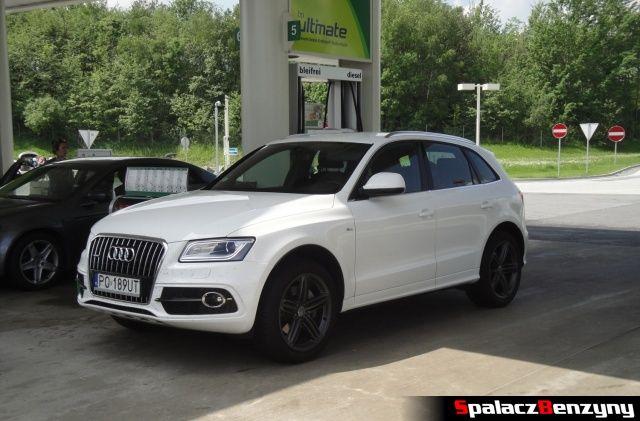 Audi Q5 3.0 TFSI na stacji benzynowej BP w Austrii