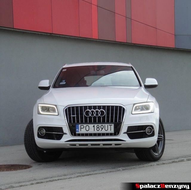Audi Q5 3.0 TFSI przód na parkingu hotelowym