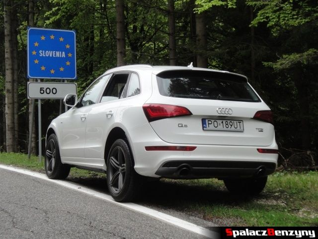 Audi Q5 3.0 TFSI w Słowenii na poboczu