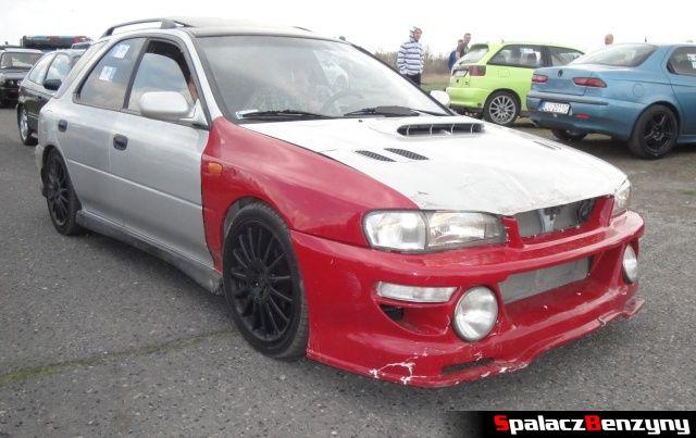 Biało czerwone Subaru na Rally Sprint Kulka 2012 w Lublinie