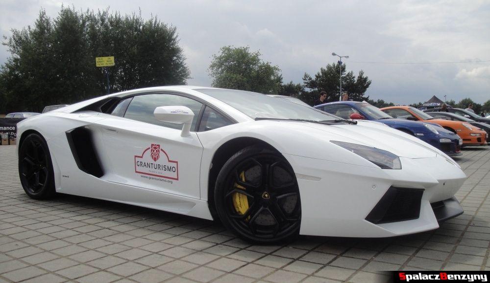 Biały Lamborghini Aventador bok na Gran Turismo Polonia 2013