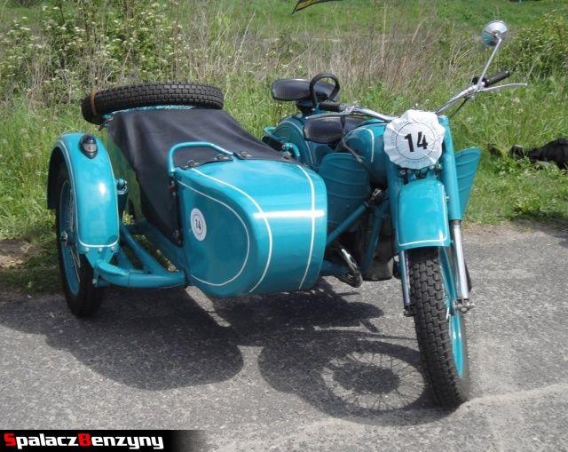 Błękitny motocykl z gondolą na Super Veteran 2012 w Lublinie