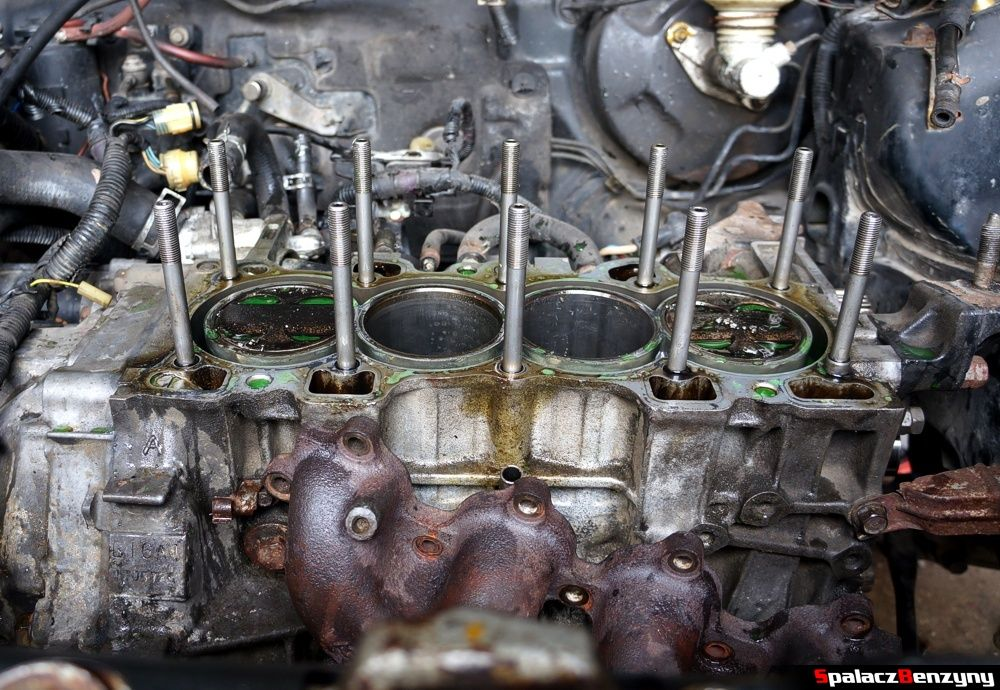 Blok silnika po zdjęciu głowicy w Honda Civic