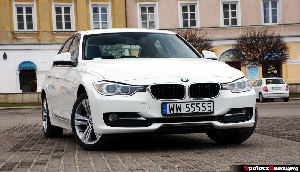 BMW 316i 2013 przód na Placu Zamkowym w Lublinie