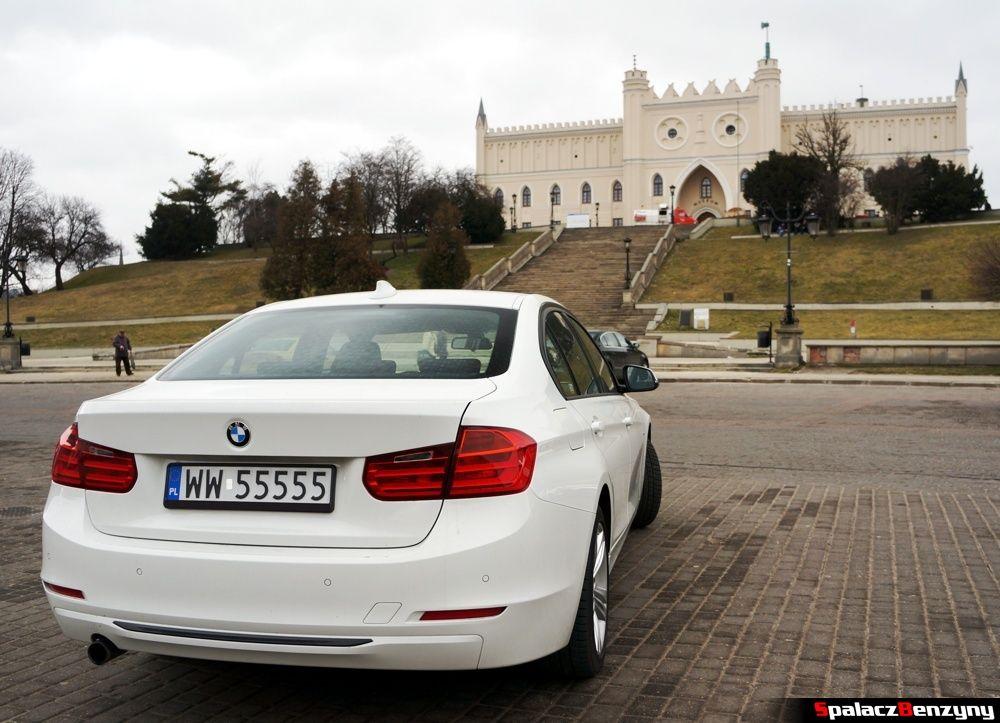 BMW 316i 2013 tył przed Zamkiem w Lublinie