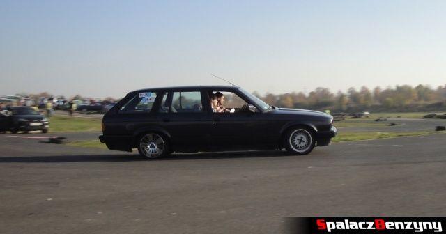BMW 3 czarne combi w zakręcie na Rally Sprint Cemex 2012 w Lublinie