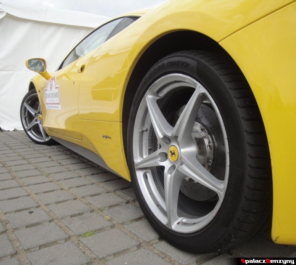 Bok Ferrari 458 Italia żółta na Gran Turismo Polonia 2013