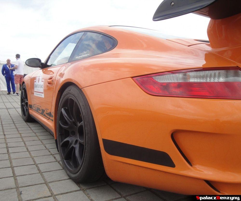 Bok Porsche GT3 RS pomarańczowe na Gran Turismo Polonia 2013