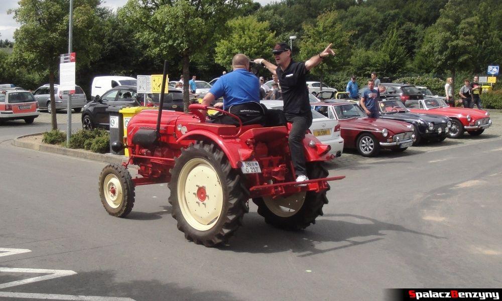 Ciągnik rolniczy na Nurburgring Nordschleife