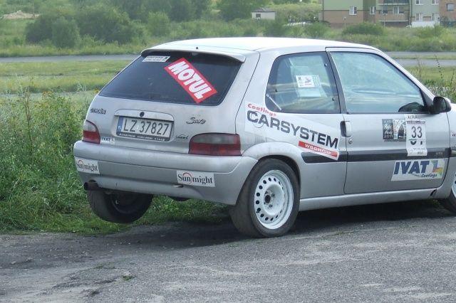 Citroen Saxo z kołem w górze na Rally Sprint Cartmax 2012 w Lublinie