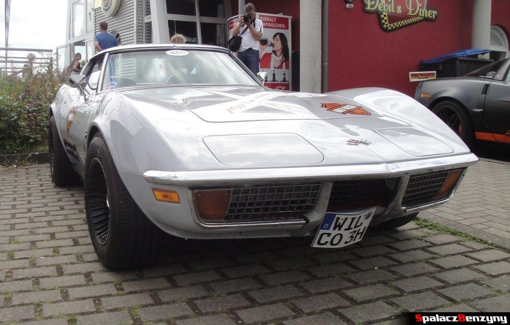 Corvette biała na Nurburgring Nordschleife