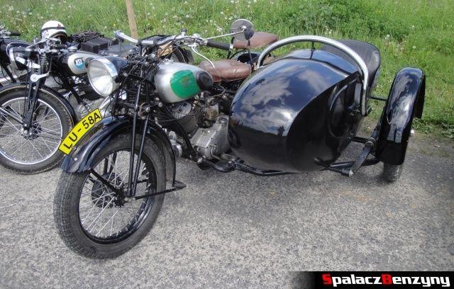 Czarny motocykl z gondolą na Super Veteran 2012 w Lublinie