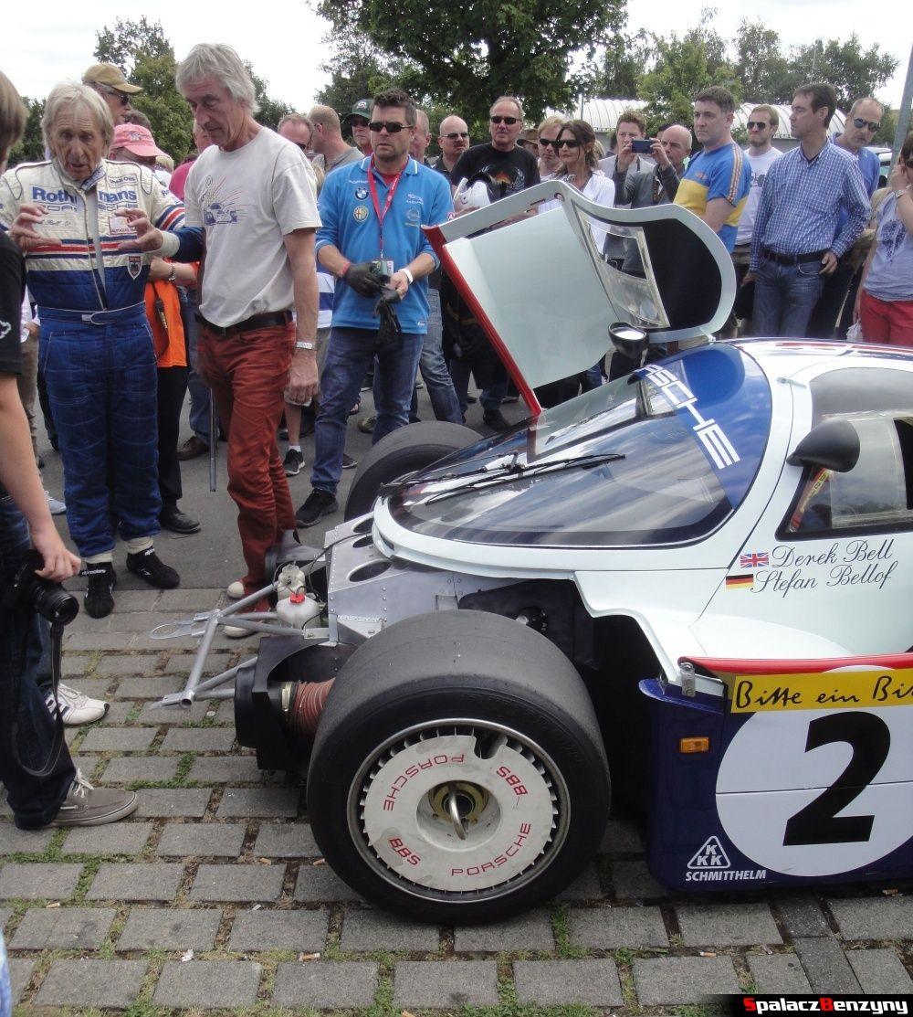Derek Bell i Porsche 956 bez zderzaka na Nurburgring Nordschleife
