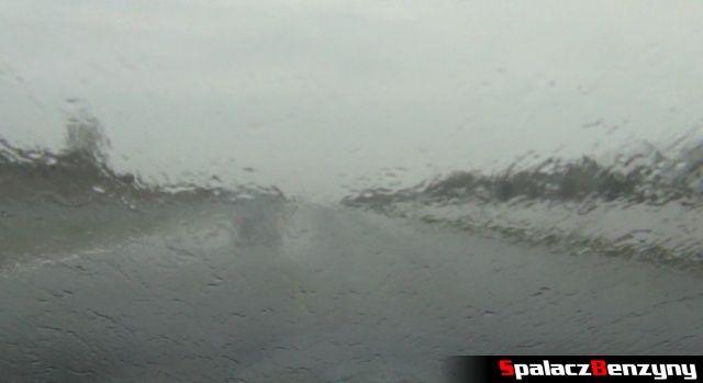 Deszczowa szyba podczas 2 edycji Tor Poznań Track Day