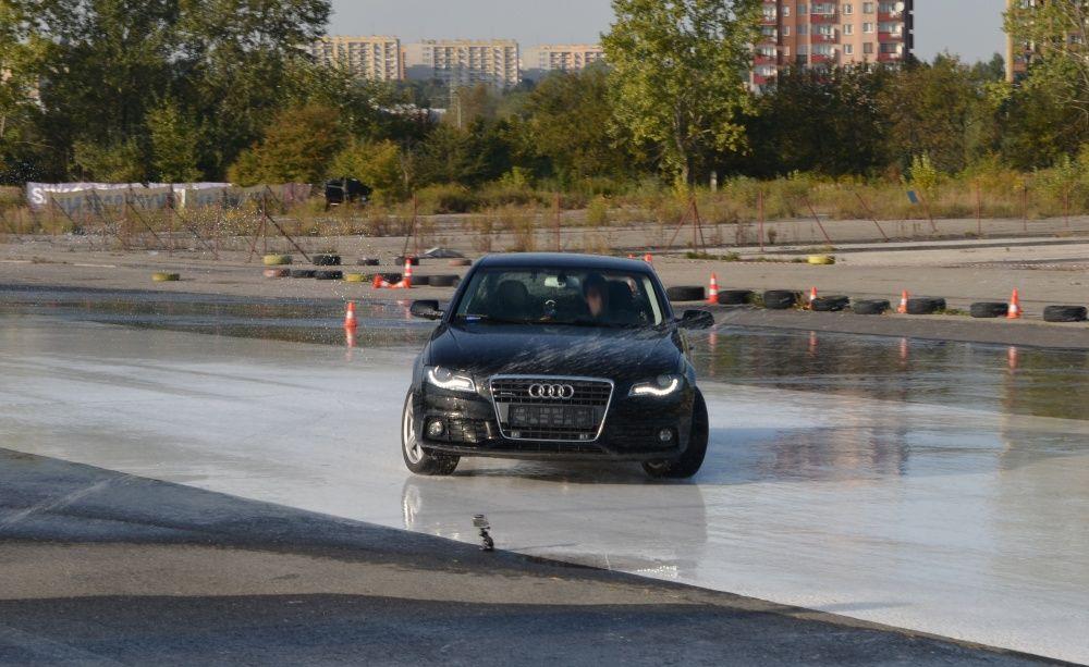 Drift Audi A4 na Ergo Hestia Szkoła Jazdy w Krakowie