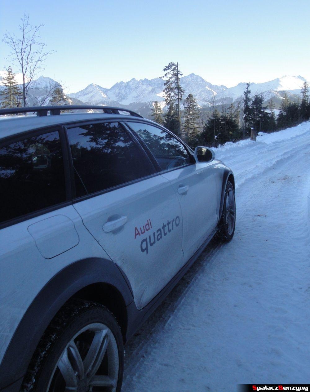 Drzwi Audi A6 allroad quattro na śnieżnej górskiej drodze