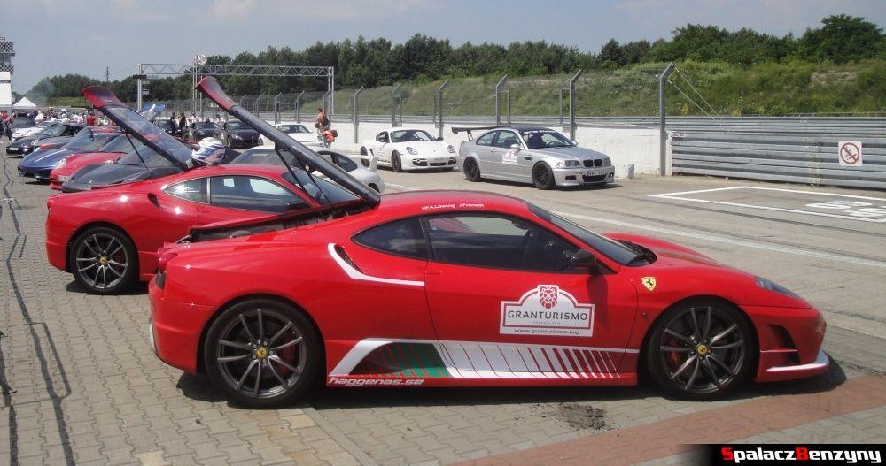 Ferrari i inne auta na pitline na Gran Turismo Polonia 2013