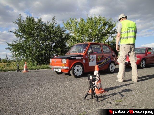 Fiat 126p na starcie Rally Sprint Cartmax 2012 w Lublinie