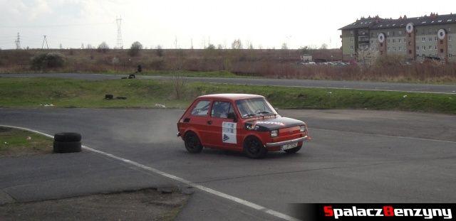 Fiat 126p podczas nawrotu na Rally Sprint Kulka 2012 w Lublinie