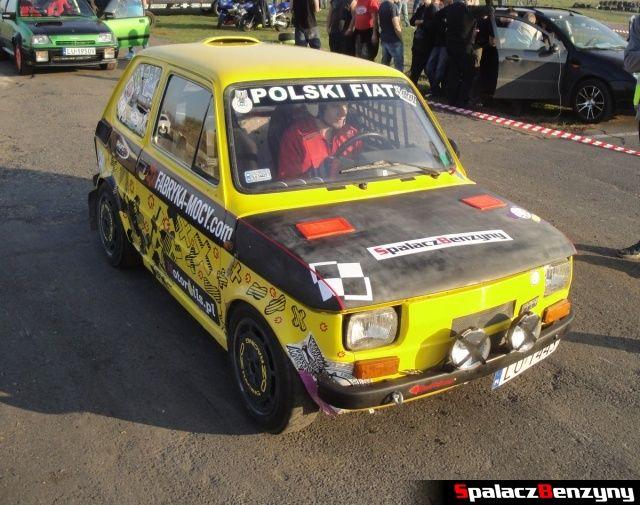 Fiat 126p żółty na starcie Rally Sprint Cemex 2012 w Lublinie