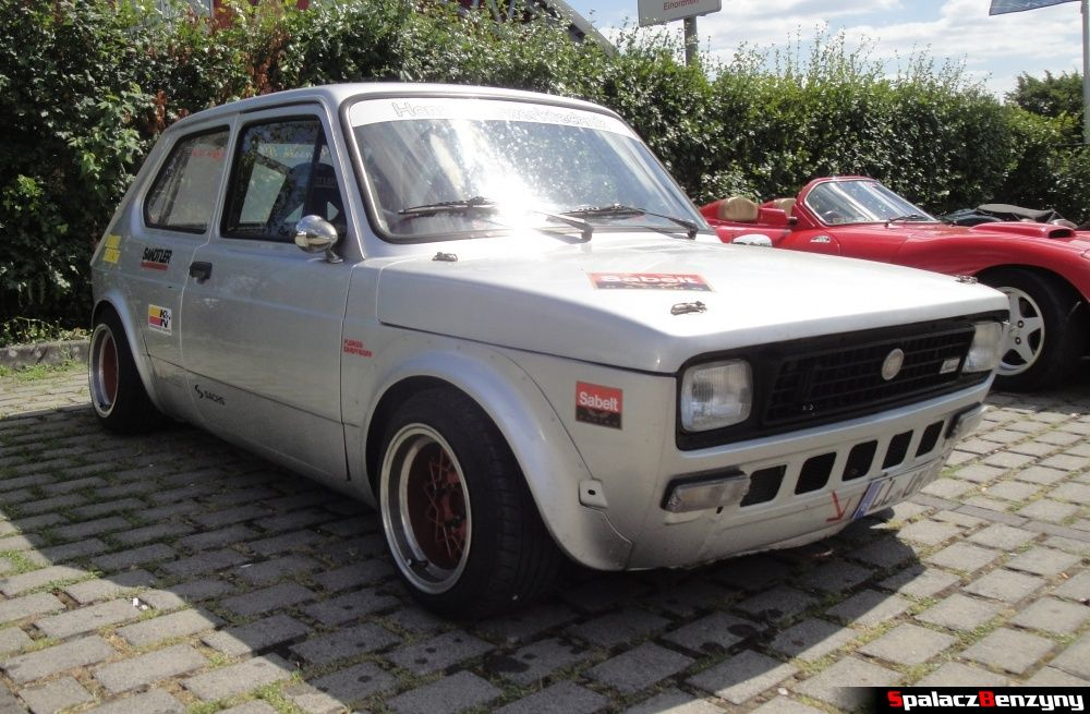 Fiat srebrny na Nurburgring Nordschleife