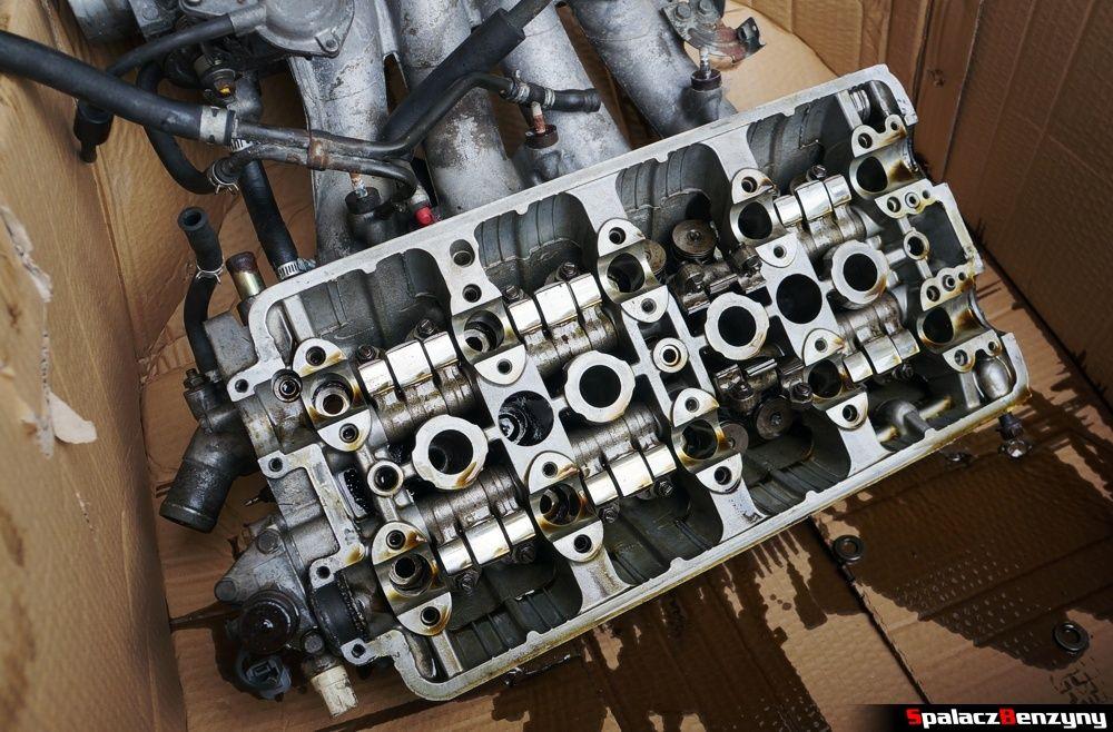 Głowica silnika od strony krzywek w Honda Civic
