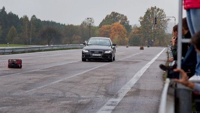 Hamowanie małe Audi A4 na 10. rundzie SuperOES Tor Kielce 2014
