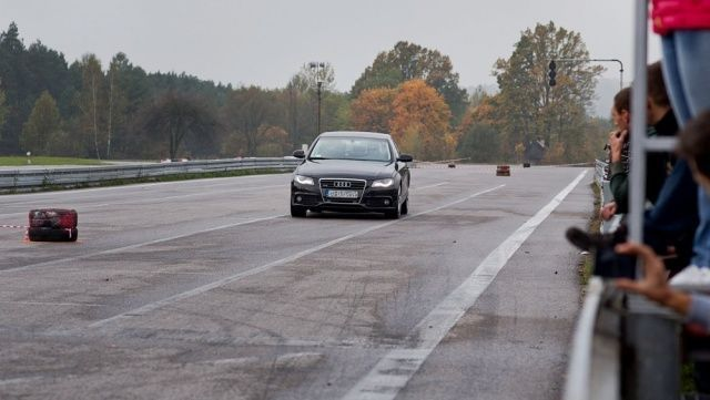 Hamowanie ma�e Audi A4 na 10. rundzie SuperOES Tor Kielce 2014