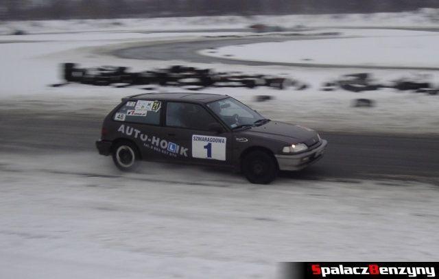 Honda Civic auto-holik na zimowym treningu na Torze w Lublinie