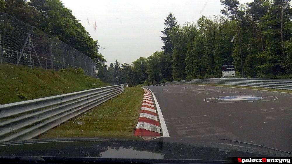 Jazda po poboczu na Północnej Pętli Nurburgringu