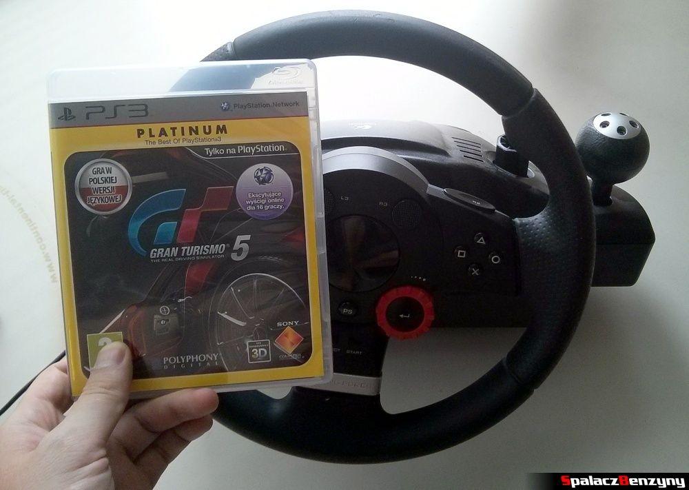 Kierownica i gra na PS3 przed wyjazdem na Północnej Pętli Nurburgringu