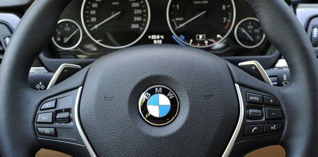 Kierownica z manetkami w BMW