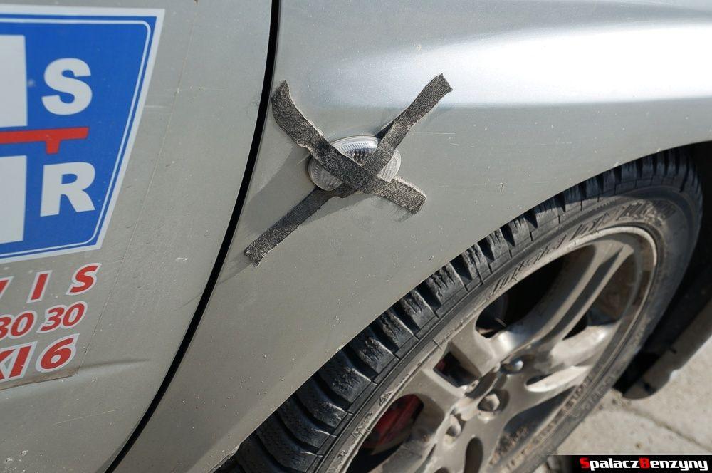 Kierunkowskaz Subaru Impreza WRX na parkingu na RS Chełm 1 maja 2014