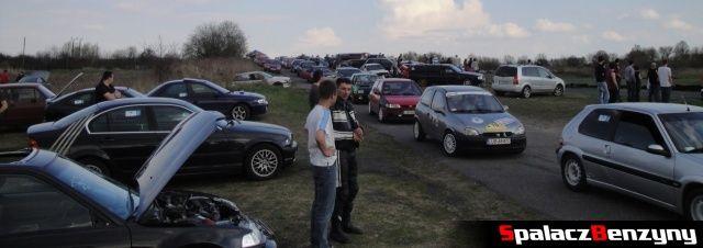 Kolejka aut do startu na Rally Sprint Kulka 2012 w Lublinie