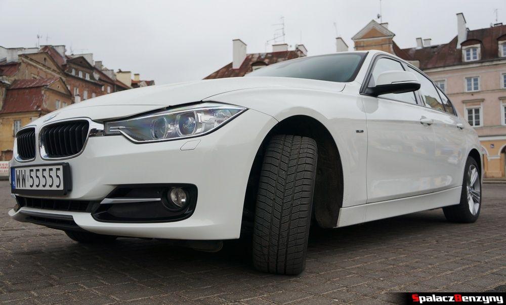 Koło BMW 316i 2013 przód na Placu Zamkowym w Lublinie