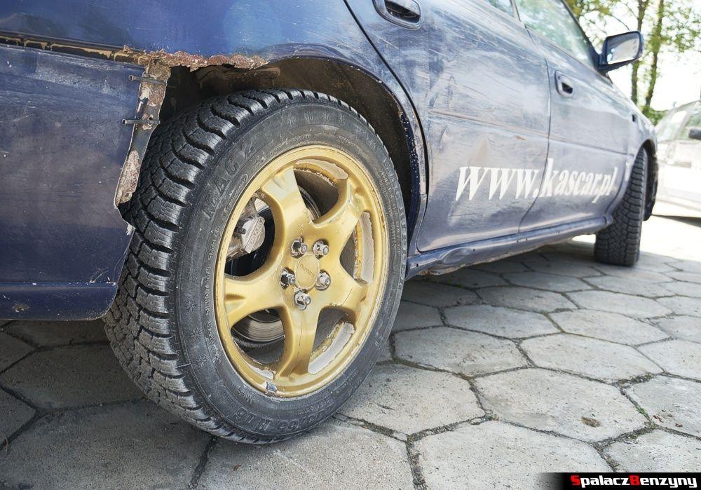 Koło Subaru Impreza GT na parkingu na RS Chełm 1 maja 2014