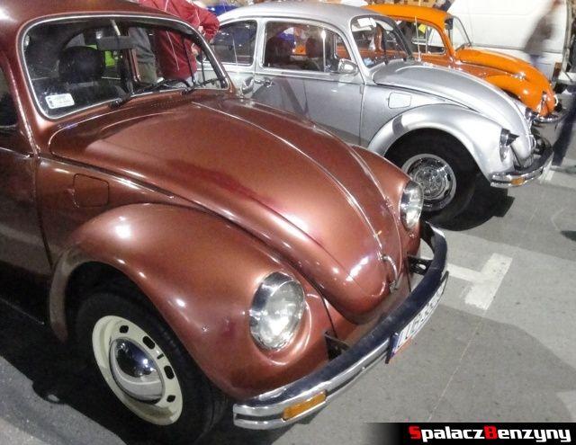 Kolorowe VW Garbus na Lubelskie Klasyki Noc�