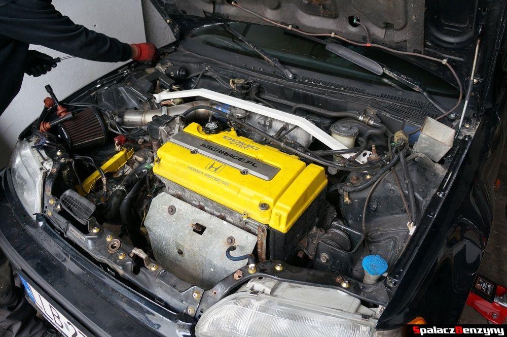 Komora silnika w Honda Civic