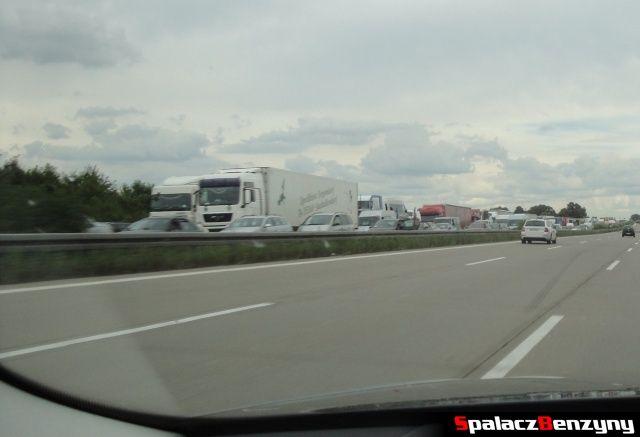 Korek na 3 pasmowej niemieckiej autostradzie